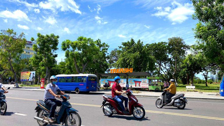 Nhà Chờ Xe Buýt Tại Quy Nhơn – Bình Định (20 Vị Trí) – Vị Trí 15: Đường Vũ Bảo (Đối Diện Cổng Coopmart) – 4m x 1,5m x 2 hộp