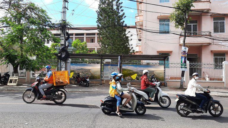 Nhà Chờ Xe Buýt Tại Quy Nhơn – Bình Định (20 Vị Trí) – Vị Trí 20: Đường Tăng Bạt Hổ (Trước Trường Chính Trị) – 4m x 1,5m x 2 hộp