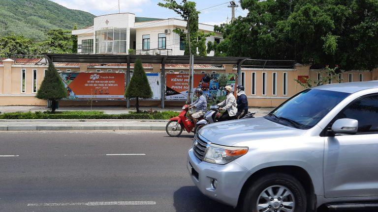 Nhà Chờ Xe Buýt Tại Quy Nhơn – Bình Định (20 Vị Trí) – Vị Trí 16: Đường An Dương Vương (Trước Bệnh Viên Quân Y 13) – 4m x 1,5m x 2 hộp